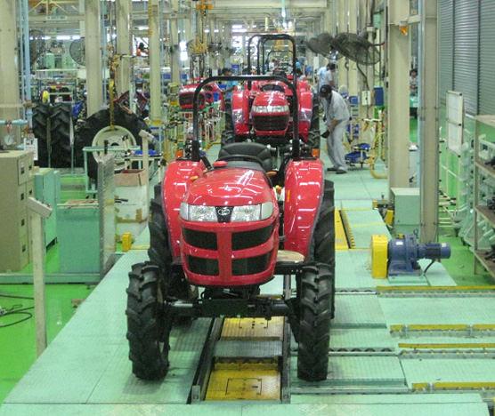 工場内生産設備(トラクター組み立てライン)