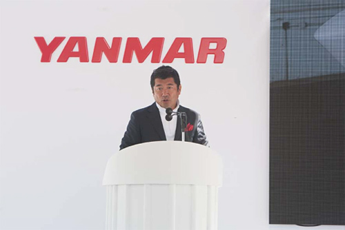 ヤンマープレミアムブランドプロジェクトメンバー、奥山清行氏、佐藤可士和氏のプレゼンテーション
