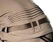 伸縮性のある背部プリーツ