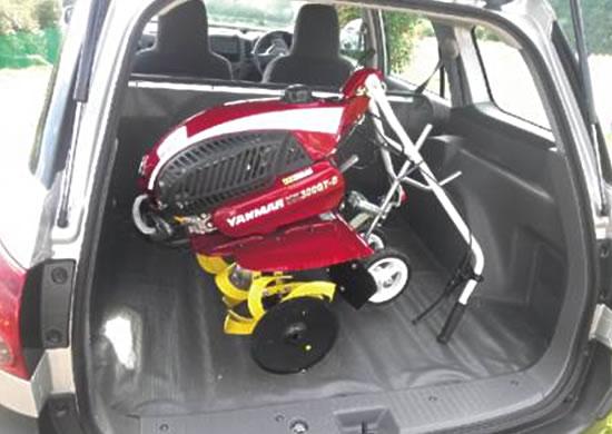 ハンドルを折りたためば、乗用車などに載せて運搬が可能