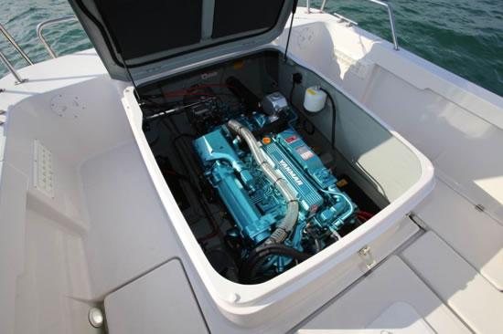 4LHS-UTZAY(125kW(170PS)/3200min-1)搭載艇
