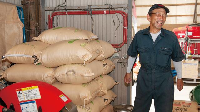 倉庫内に置かれた今年収穫したもち米。ほかの農家でつくっていないので、需要があるという浦門氏。